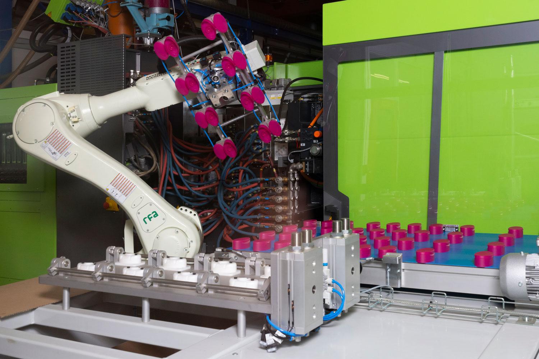 De wit plastic 2K doppen productie